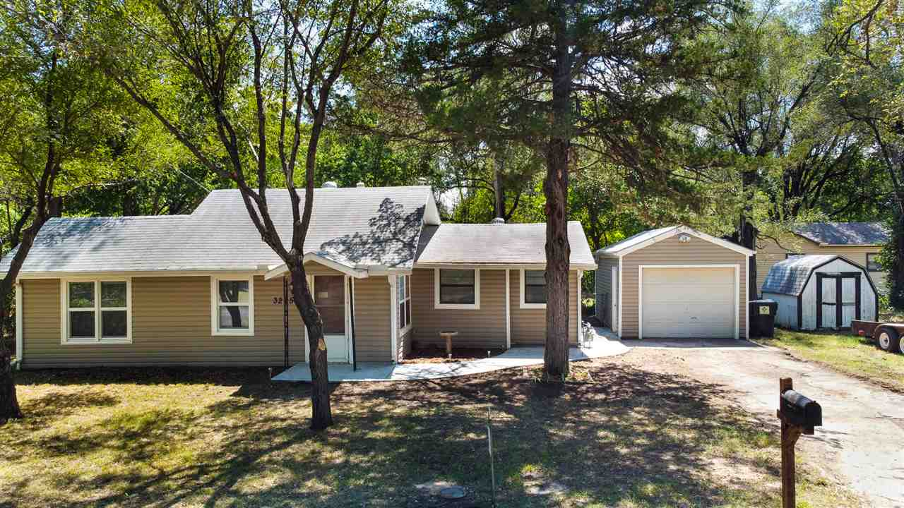 Great first time buyer or investment opportunity.Great bones in a quiet neighborhood in northwest wi