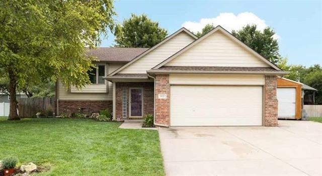 For Sale: 815  Carriage Ct, Maize KS