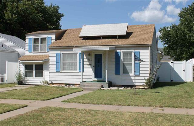 For Sale: 604 E 10th Ave, Hutchinson KS