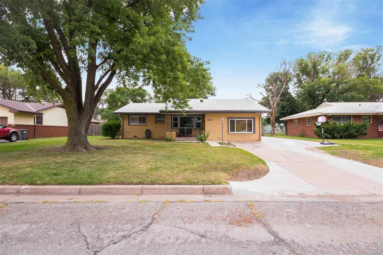 This 3 bedroom, 1 bathroom features a newly remolded kitchen, newly laid concrete in the driveway an
