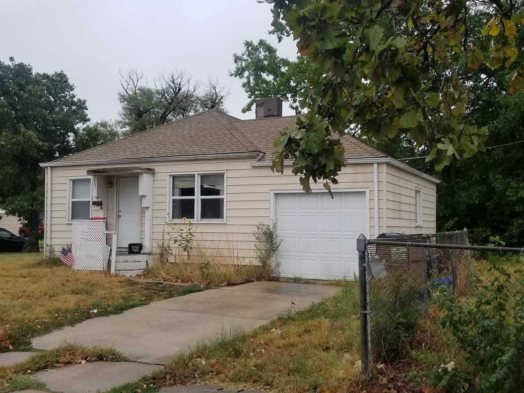 """2 Bedroom 1 Bath Ranch with attached 1 Car Garage and Unfinished Basement.  Home is being sold along with the vacant lot next door (2207 E Mossman, Lot 2 Block 4 Parkmore Addition).  Property is rented, tenant pays $475 per month.   THIS PROPERTY IS BEING OFFERED VIA ON-LINE AUCTION October 23rd - October 25th.  ***BROKER/AGENT PARTICIPATION IS RECOGNIZED AND A 3.0% REFERRAL COMMISSION IS BEING OFFERED TO THE BUYERS' BROKER/AGENT PRE-REGISTERING THE SUCCESSFUL BUYER. CONTACT THE LISTING BROKER FOR PRE-REGISTRATION MATERIALS. All information deemed reliable but not guaranteed. Verify school information. TOTAL PURCHASE PRICE WILL INCLUDE A 10% BUYER'S PREMIUM ($1000.00 minimum) WHICH WILL BE ADDED TO THE FINAL BID. THIS IS A RESERVE AUCTION! SELLER OR SELLER'S REPRESENTATIVE WILL BE AVAILABLE TO ENTERTAIN ALL BIDS. The property is being sold """"AS-IS, WHERE-IS"""" and without warranty or guarantee of any kind. Each potential buyer is encouraged to perform his/her own independent inspections, investigations and due diligence concerning the described property. It is the buyer's responsibility to have any and all desired inspections completed prior to bidding. Descriptions are believed to be accurate but are not guaranteed. All announcements made the day of sale supersede any and all printed material. The seller is offering no other terms or contingencies. You're encouraged to seek financing, just understand your bidding is not contingent on financing or inspections. A non-refundable deposit of $1000.00 is due the day of auction and upon the execution of the purchase agreement. Deposit may be in the form of a Cashier's Check, Personal Check, or Cash."""