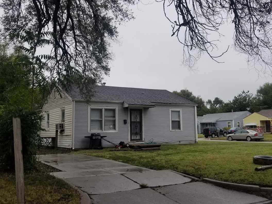 """2 Bedroom 1 Bath Ranch Style Home.  Property is rented, tenant pays $500 per month.  THIS PROPERTY IS BEING OFFERED VIA ON-LINE AUCTION October 23rd - October 25th.  ***BROKER/AGENT PARTICIPATION IS RECOGNIZED AND A 3.0% REFERRAL COMMISSION IS BEING OFFERED TO THE BUYERS' BROKER/AGENT PRE-REGISTERING THE SUCCESSFUL BUYER. CONTACT THE LISTING BROKER FOR PRE-REGISTRATION MATERIALS. All information deemed reliable but not guaranteed. Verify school information. TOTAL PURCHASE PRICE WILL INCLUDE A 10% BUYER'S PREMIUM ($1000.00 minimum) WHICH WILL BE ADDED TO THE FINAL BID. THIS IS A RESERVE AUCTION! SELLER OR SELLER'S REPRESENTATIVE WILL BE AVAILABLE TO ENTERTAIN ALL BIDS. The property is being sold """"AS-IS, WHERE-IS"""" and without warranty or guarantee of any kind. Each potential buyer is encouraged to perform his/her own independent inspections, investigations and due diligence concerning the described property. It is the buyer's responsibility to have any and all desired inspections completed prior to bidding. Descriptions are believed to be accurate but are not guaranteed. All announcements made the day of sale supersede any and all printed material. The seller is offering no other terms or contingencies. You're encouraged to seek financing, just understand your bidding is not contingent on financing or inspections. A non-refundable deposit of $1000.00 is due the day of auction and upon the execution of the purchase agreement. Deposit may be in the form of a Cashier's Check, Personal Check, or Cash."""