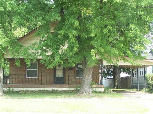 For Sale: 407 S Washington Ave, Wellington KS