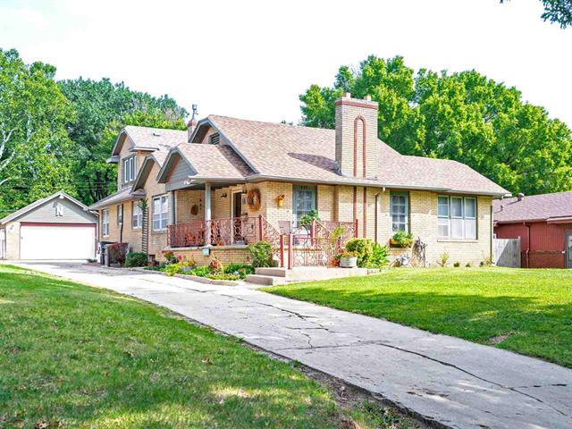 For Sale: 552 S Roosevelt St, Wichita KS