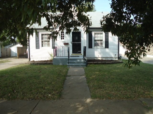 Adorable Delano District Home with Character & Charm throughout!  Low Maintenance Vinyl Siding, 3 Be
