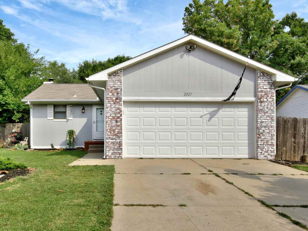 Welcome Home to this great 4 bedroom 2 bath full finished basement with a Pool! On a cul de sac and