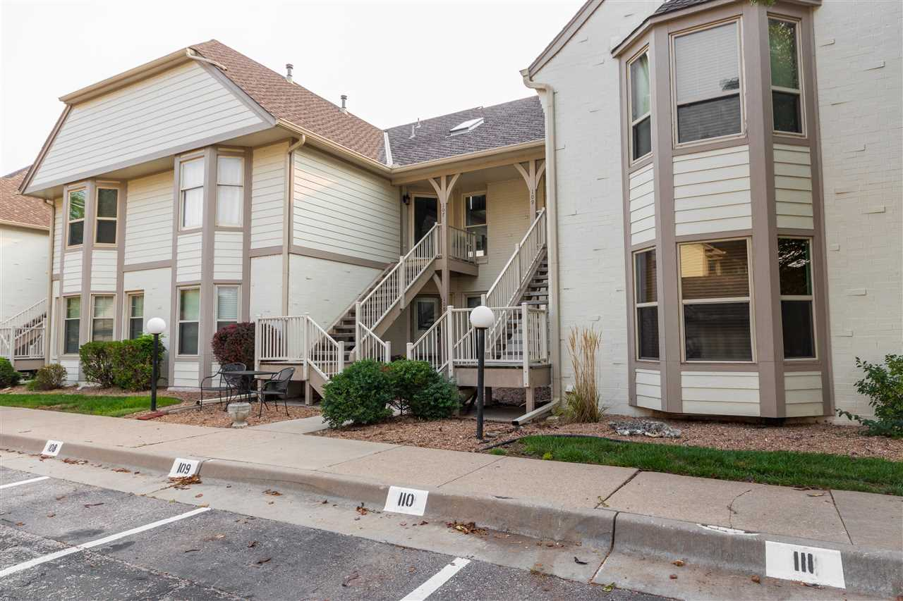 Check out this spacious 2 bedroom, 2 bath condo in a great east side location close to shopping. Bea