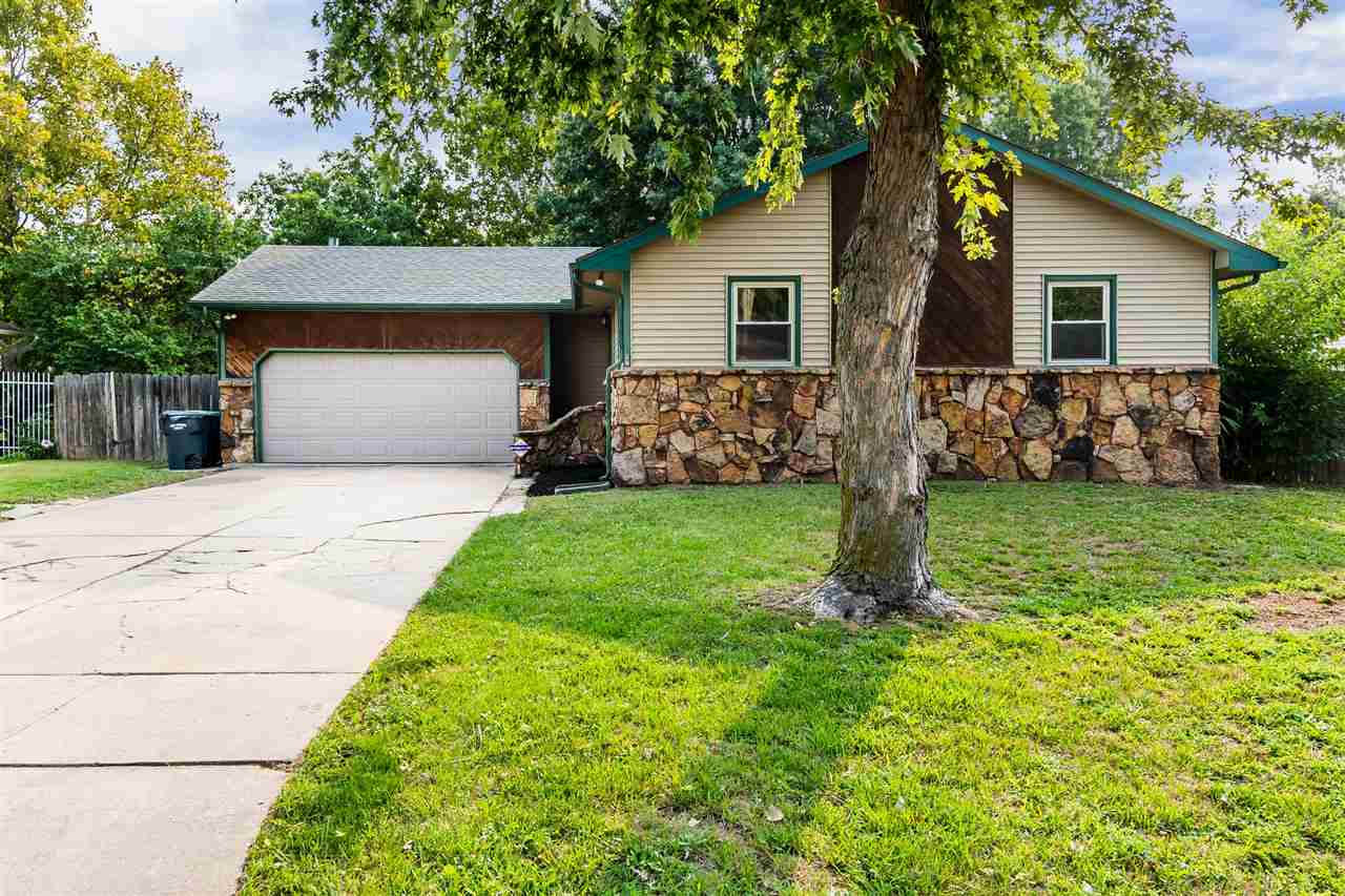 Looking for a move-in ready home in West Wichita? Look no further it is here! Proudly offered by Lau