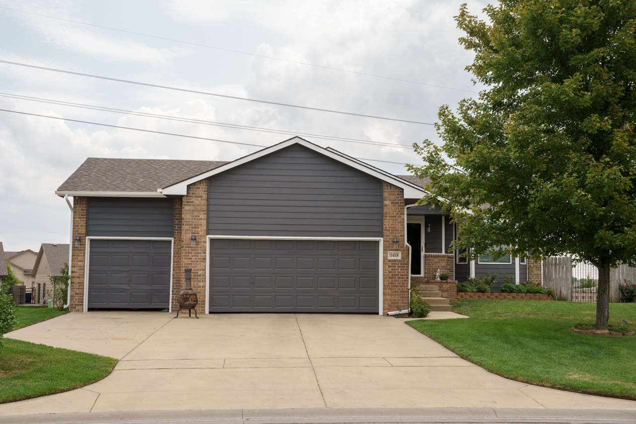 Stop and take a look at this beauty in the Maize School District sitting on almost 1/3 acre!  This o