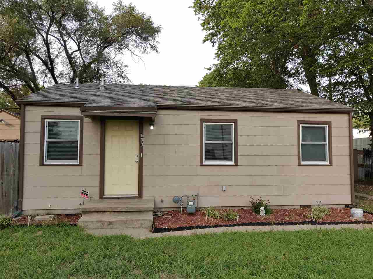 Well maintained and beautiful 2 bedrooms, 1 bath home in a quiet cul-de-sac and fenced for privacy.