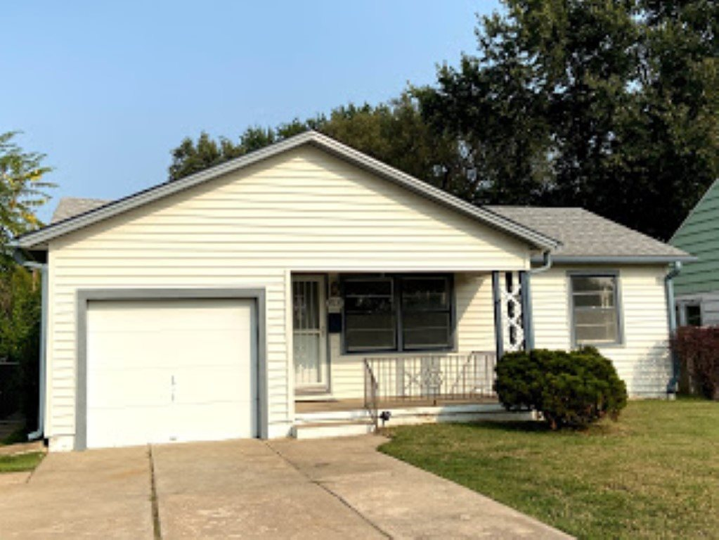 Cute home in SE Wichita with 2 bedroom and 2 bath, possible 3rd (non-conforming) bedroom in the base