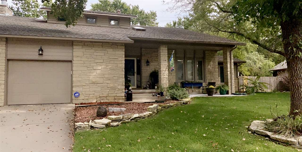 Fantastic home located in beautiful Briairwood Lake Estates.  This home is a 10 with updates both in