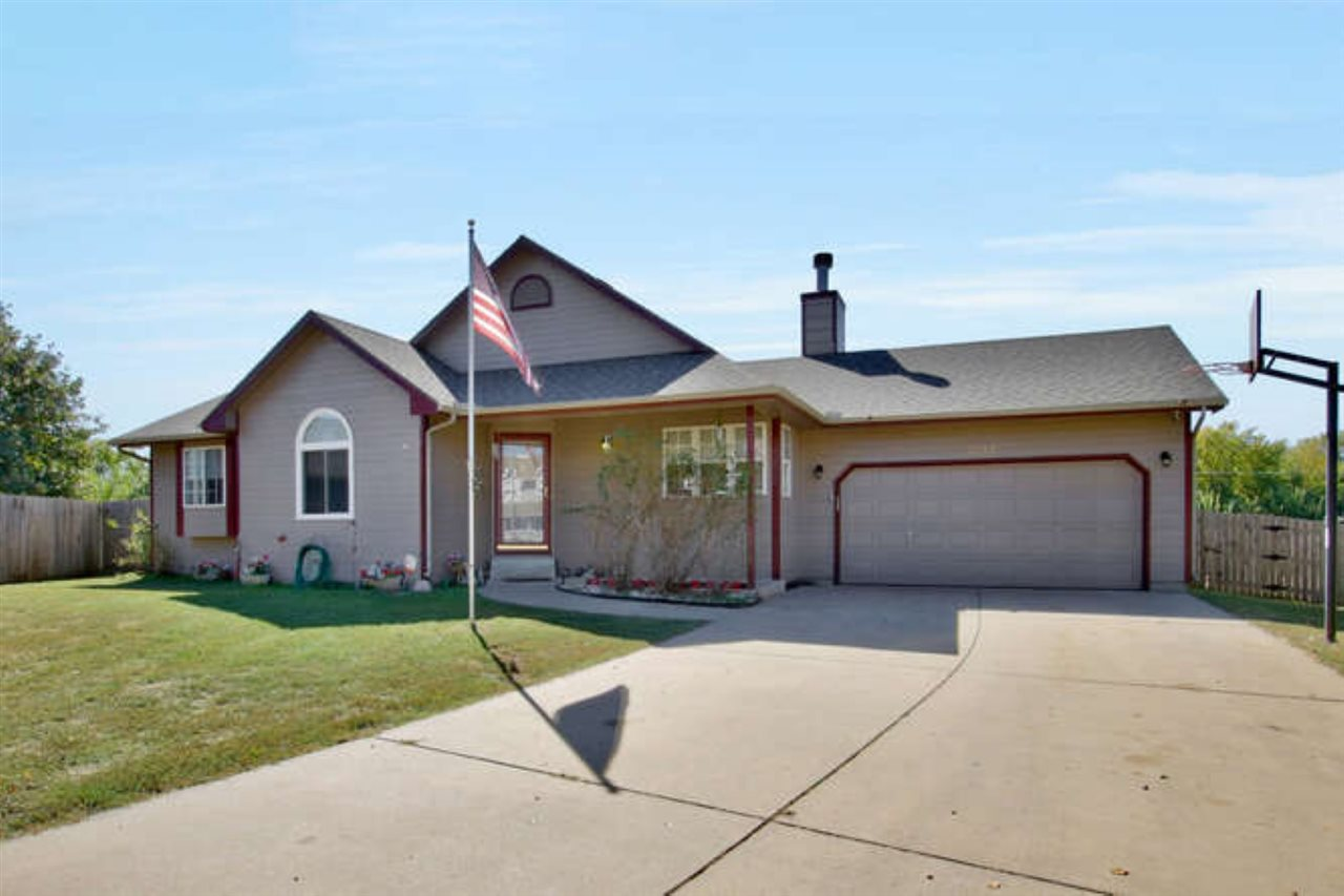 Take a look at this great 4 bedroom, 3 bath family home with lots of room to stretch out!  Located i