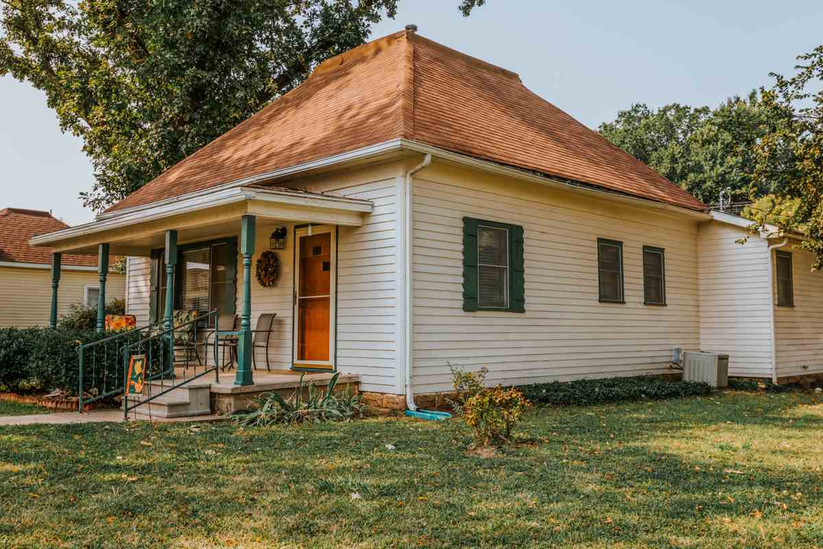 For Sale: 217 N Sedgwick St, Haven KS
