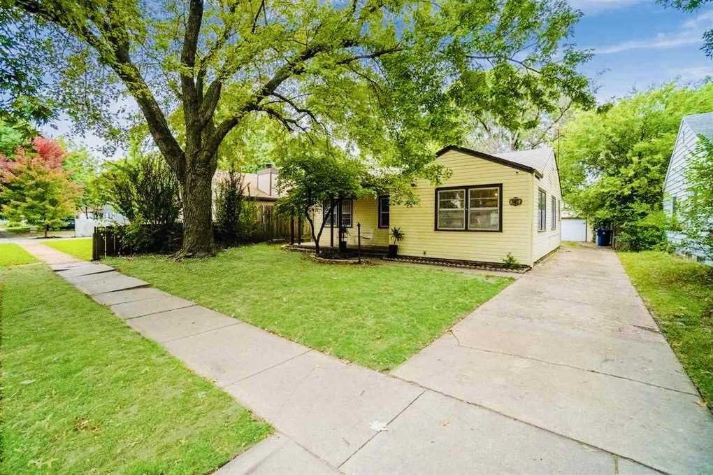 WELCOME HOME to this crisp and clean updated 3 bedroom property! Greeting you as you approach the fr