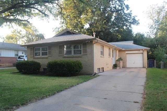 For Sale: 6127  Castle Dr, Wichita KS