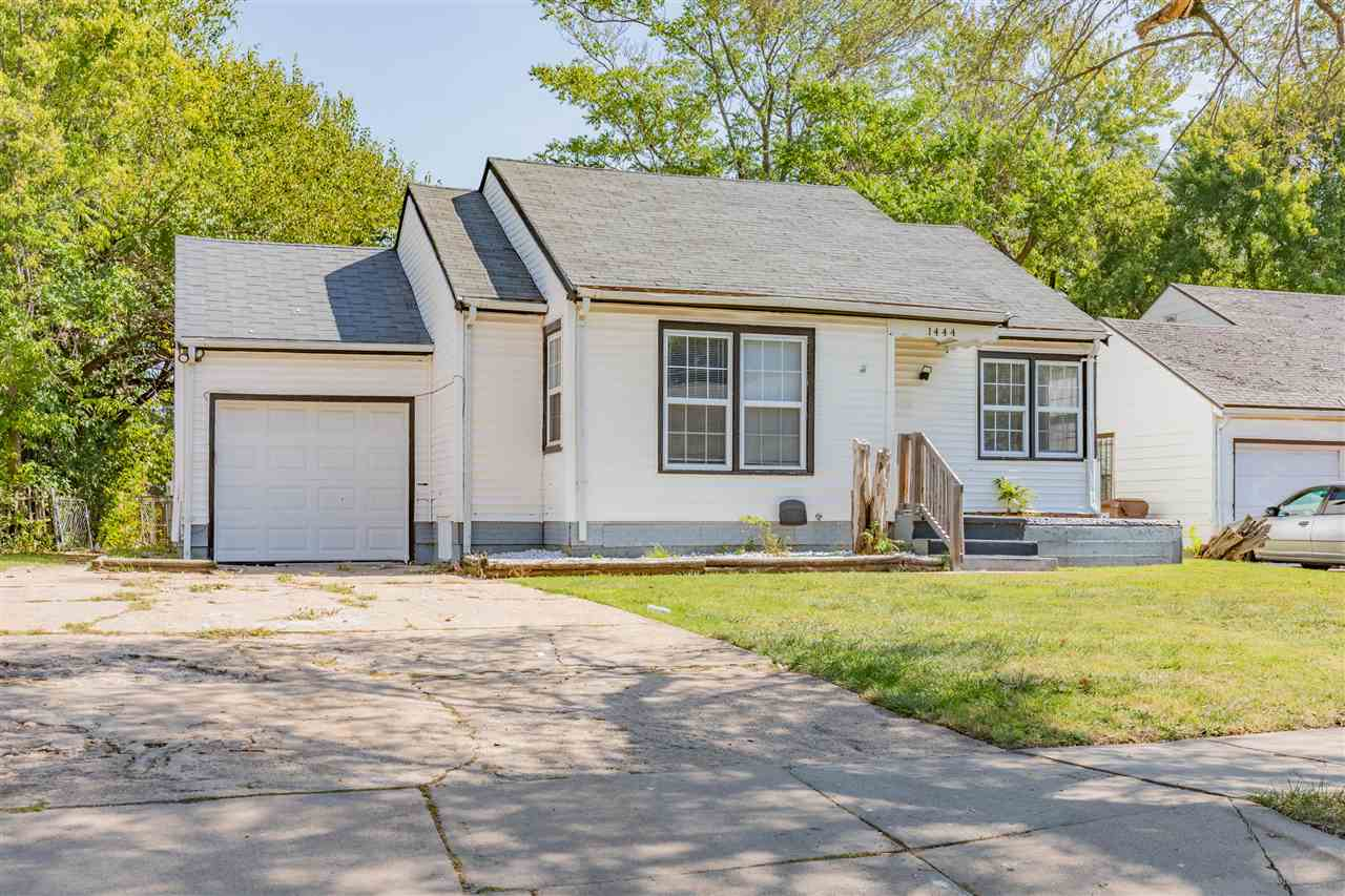 3 bedroom 1 bathroom home with all the kitchen appliances in place. Large rooms, hardwood floors and