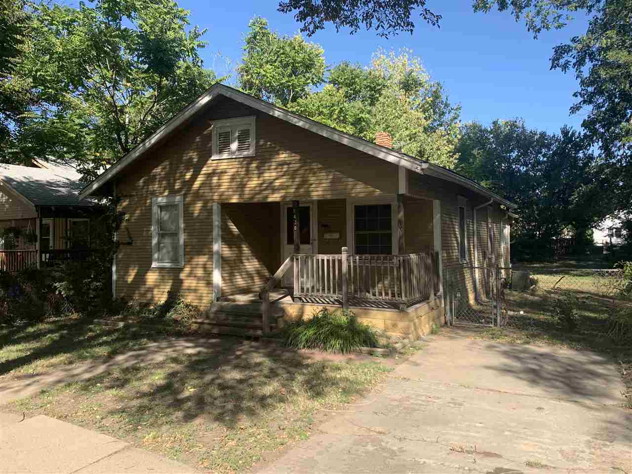 This 2 bed 1 bath home in SE Wichita will make a great first time home for a fixer upper or an excel