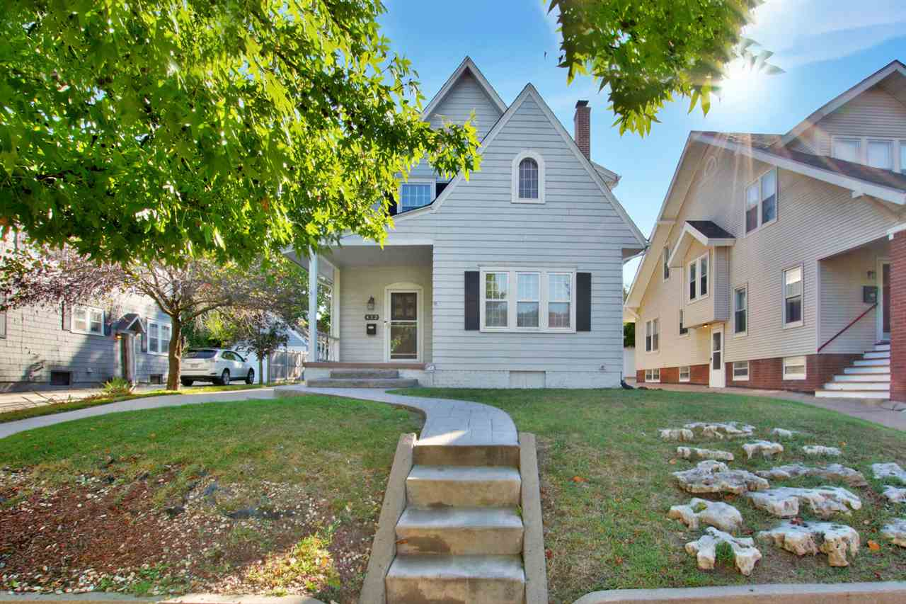 If you have been waiting for that perfect home within walking distance of the College Hill park, the