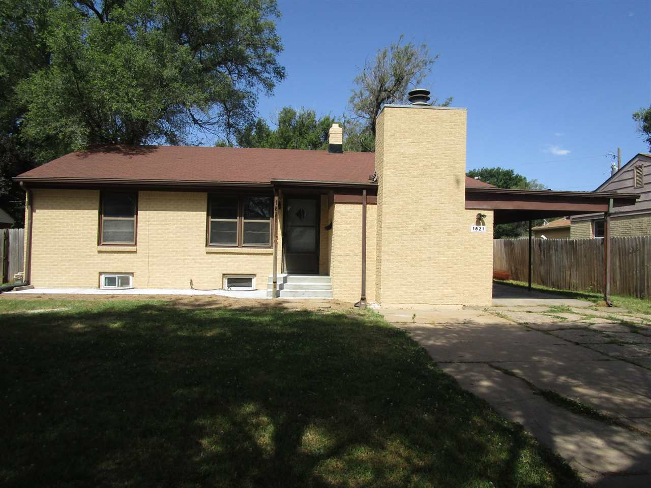 3-bedroom, 1.5 -bathroom all brick home in the southeast area. Large living/Dining combo area with s
