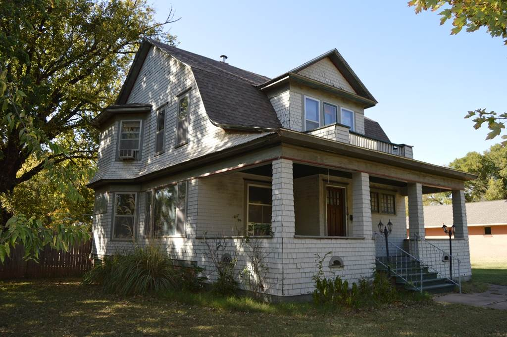 """Charming turn-of-the-century home with amazing original woodwork and hardwood floors.  This home boasts 3 large bedrooms, 1 full bath and a half bath, a detached 1 car garage, and an additional lot making room for building a larger garage in the future. THIS PROPERTY IS BEING OFFERED VIA ON-LINE AUCTION November 27th - November 29th.  ***BROKER/AGENT PARTICIPATION IS RECOGNIZED AND A 3.0% REFERRAL COMMISSION IS BEING OFFERED TO THE BUYERS' BROKER/AGENT PRE-REGISTERING THE SUCCESSFUL BUYER. CONTACT THE LISTING BROKER FOR PRE-REGISTRATION MATERIALS. All information deemed reliable but not guaranteed. Verify school information. TOTAL PURCHASE PRICE WILL INCLUDE A 10% BUYER'S PREMIUM ($1000.00 minimum) WHICH WILL BE ADDED TO THE FINAL BID. THIS IS A RESERVE AUCTION! SELLER OR SELLER'S REPRESENTATIVE WILL BE AVAILABLE TO ENTERTAIN ALL BIDS. The property is being sold """"AS-IS, WHERE-IS"""" and without warranty or guarantee of any kind. Each potential buyer is encouraged to perform his/her own independent inspections, investigations and due diligence concerning the described property. It is the buyer's responsibility to have any and all desired inspections completed prior to bidding. Descriptions are believed to be accurate but are not guaranteed. All announcements made the day of sale supersede any and all printed material. The seller is offering no other terms or contingencies. You're encouraged to seek financing, just understand your bidding is not contingent on financing or inspections. A non-refundable deposit of $1500.00 is due the day of auction and upon the execution of the purchase agreement. Deposit may be in the form of a Cashier's Check, Personal Check, or Cash."""