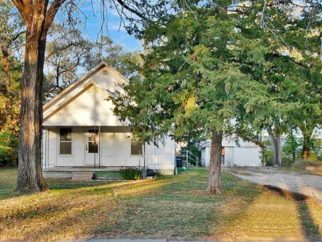 For Sale: 1001  Custer Ln, Augusta KS