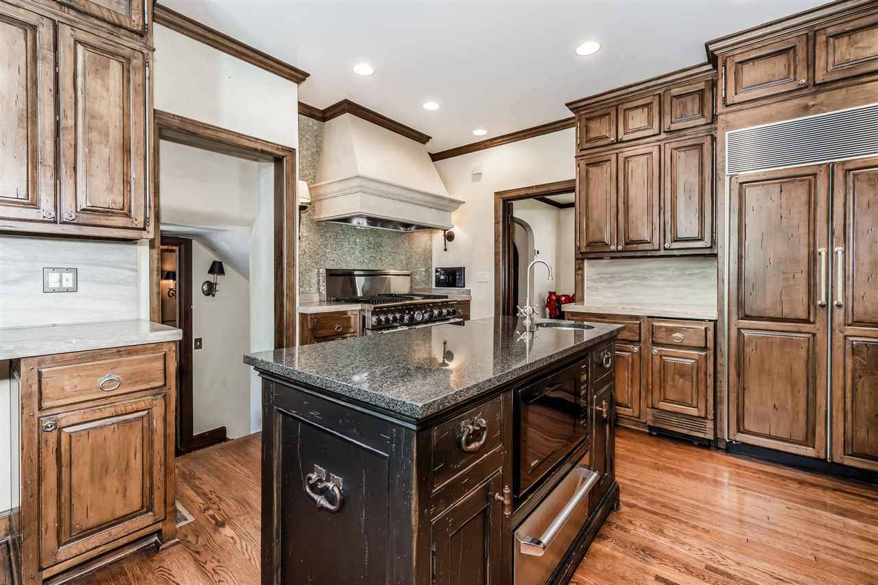 For Sale: 4 N SAINT JAMES PL, Eastborough KS
