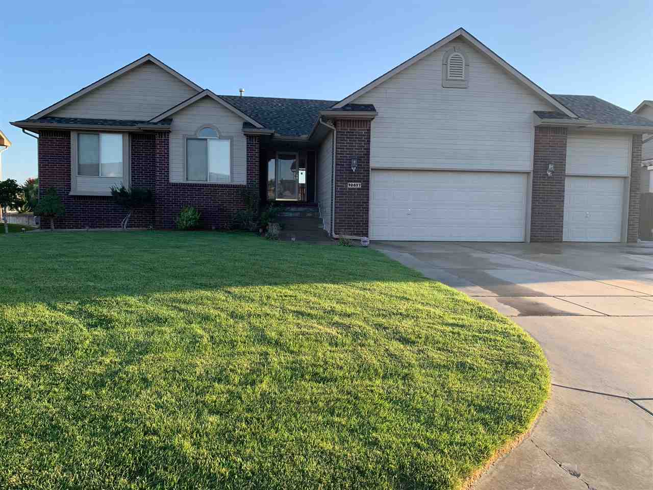 GREAT HOME IN GREAT NEIGHBORHOOD, READY TO MOVE IN. 4 BR, 3 BATH, WOOD FLOOR,NEW INTERIOR PAINT, NEW DISHWASHER, NEW COOKTOP AND MANY MORE. VIEW OUT/WALKOUT BASEMENT. CONTACT LISTING AGENT FOR PRIVATE SHOWING.