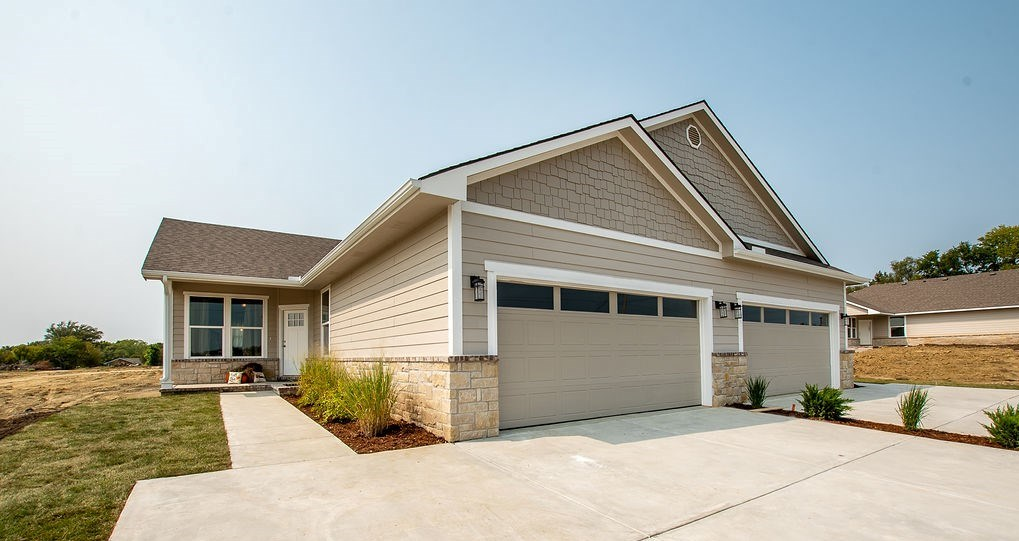 Come take a look at this new luxury community!  At its completion, residents will enjoy amenities of