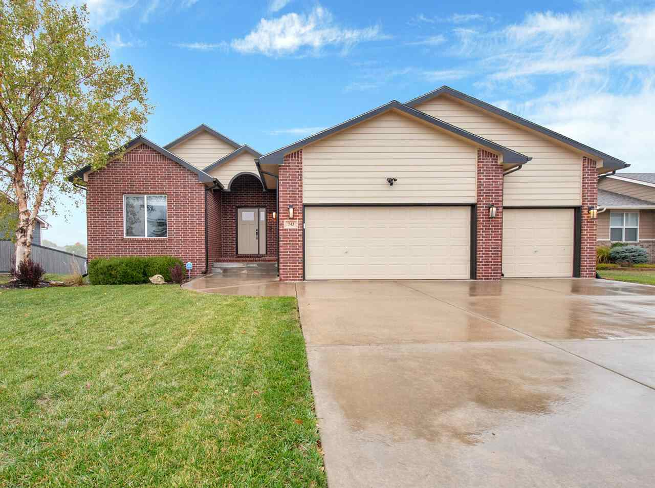 Beautiful waterfront property in the Prairie Lake addition. This 4BR, 3bth home has been well cared