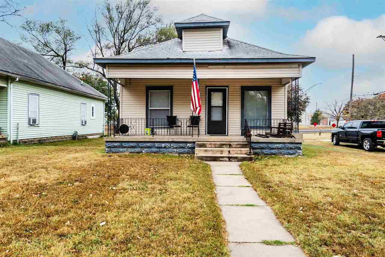 Looking to add to your investment profile? Be sure to check these homes out! 1401 S Ida and 1405 S I