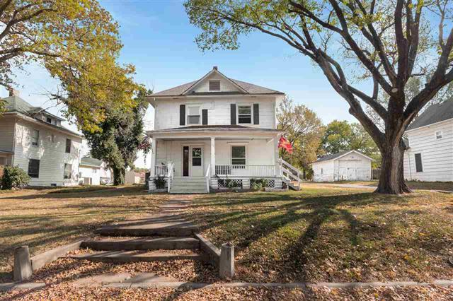 For Sale: 515 N F St, Wellington KS