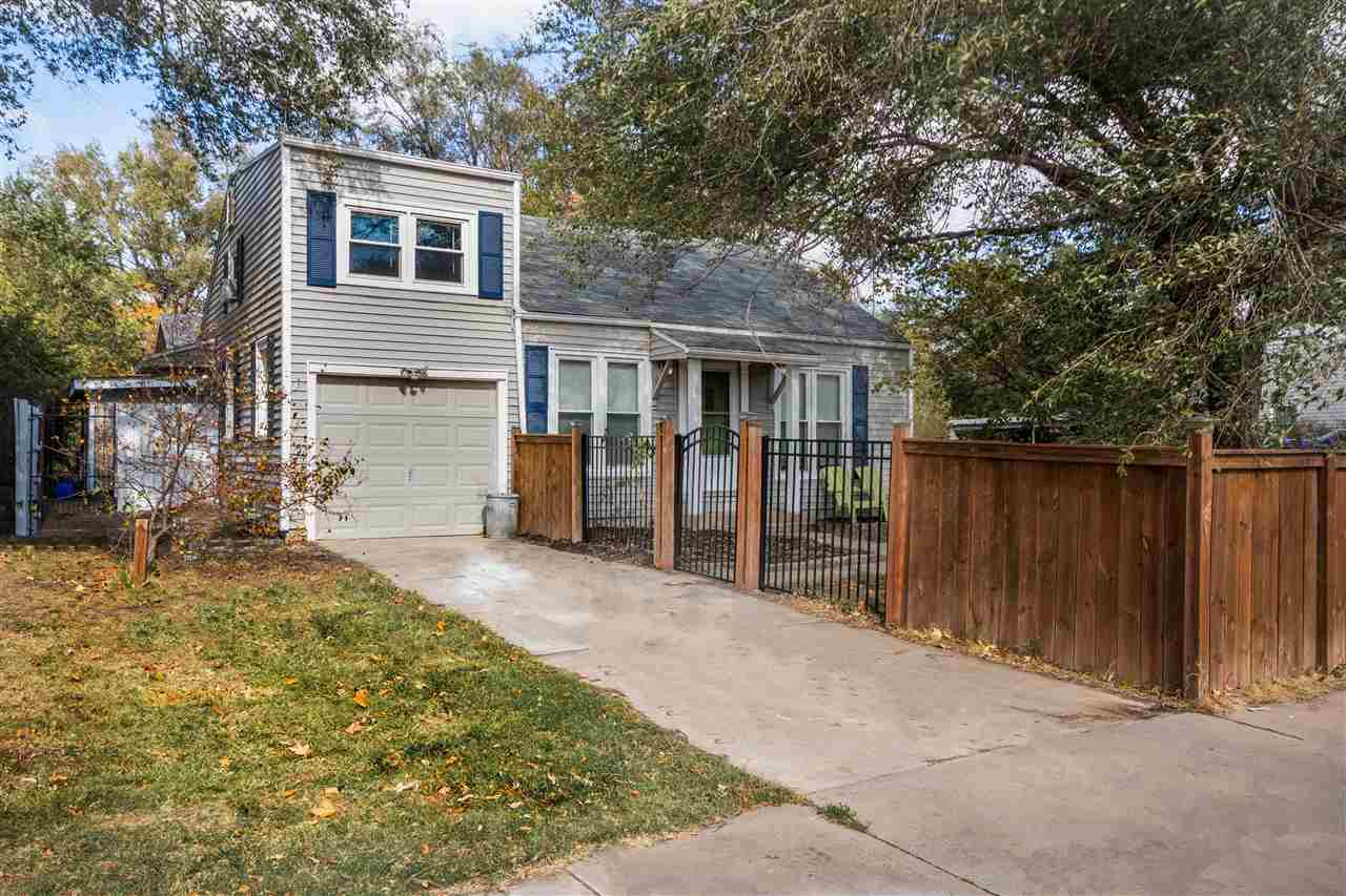 Gorgeous 4 bedroom, 1 bathroom home in a popular east side neighborhood near Edgemoor Park. Beautifu
