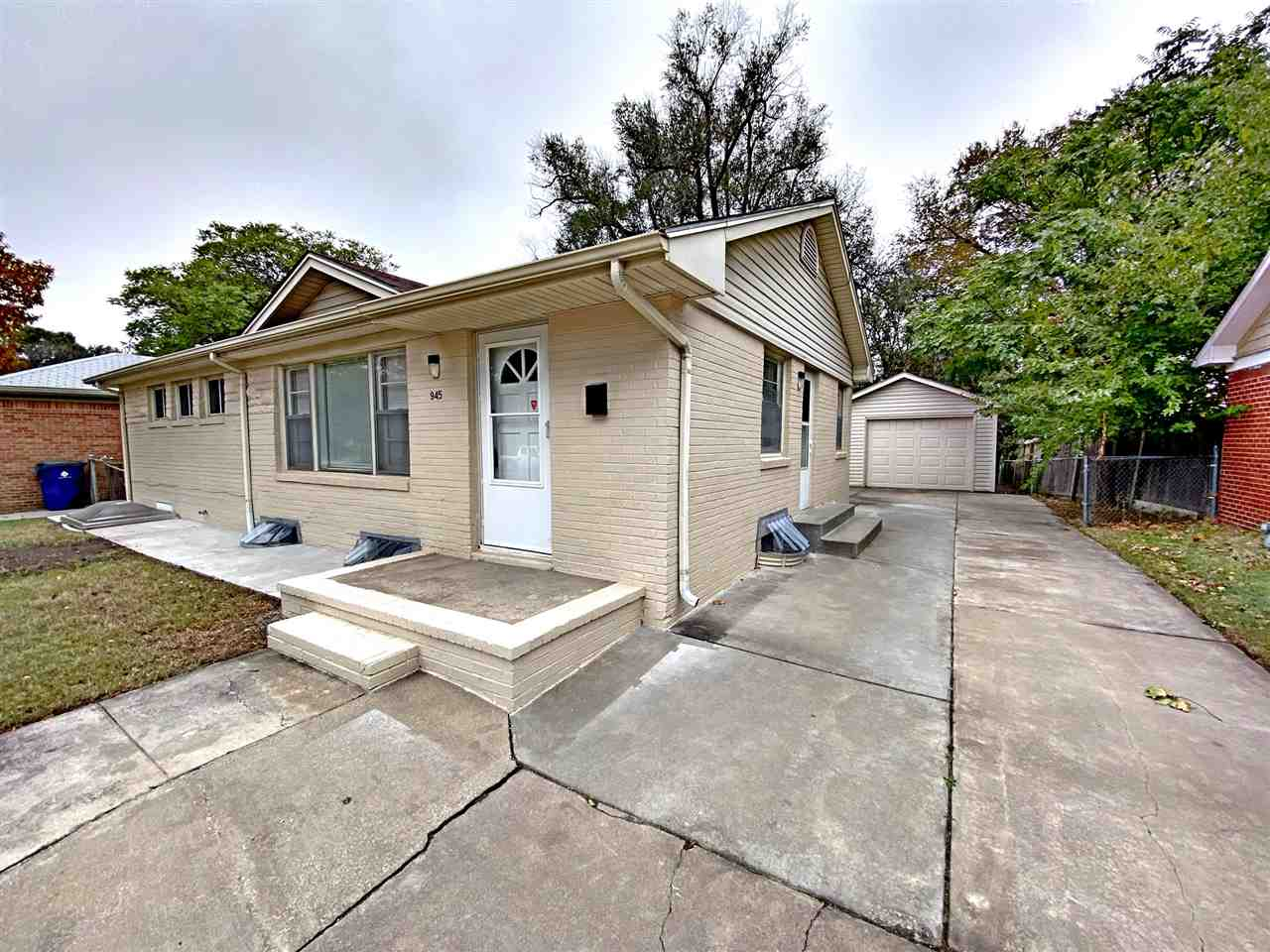 Great space for a great price.  This amazing starter home has three bedrooms, 2 full bathrooms, base