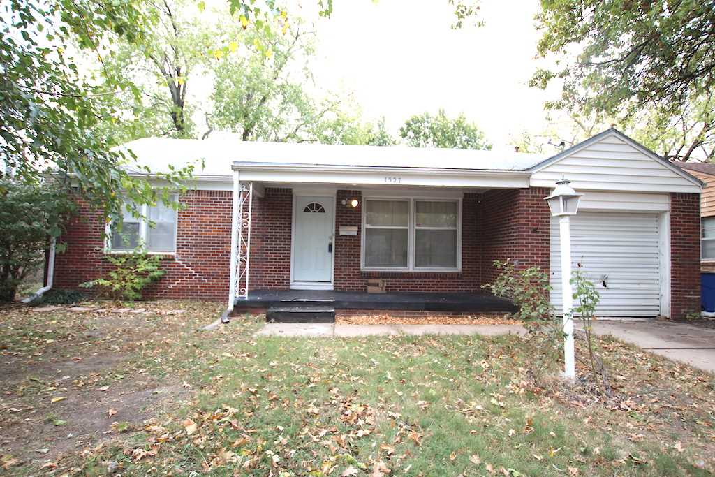 Cute 2br. 1 bath home. Perfect starter home or Investment property. Hardwood floors throughout. Nice
