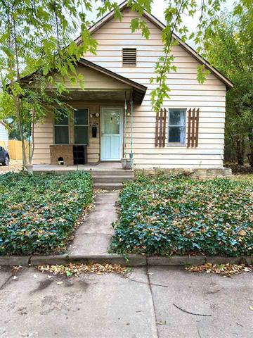 For Sale: 712 E 5th Ave, Hutchinson KS