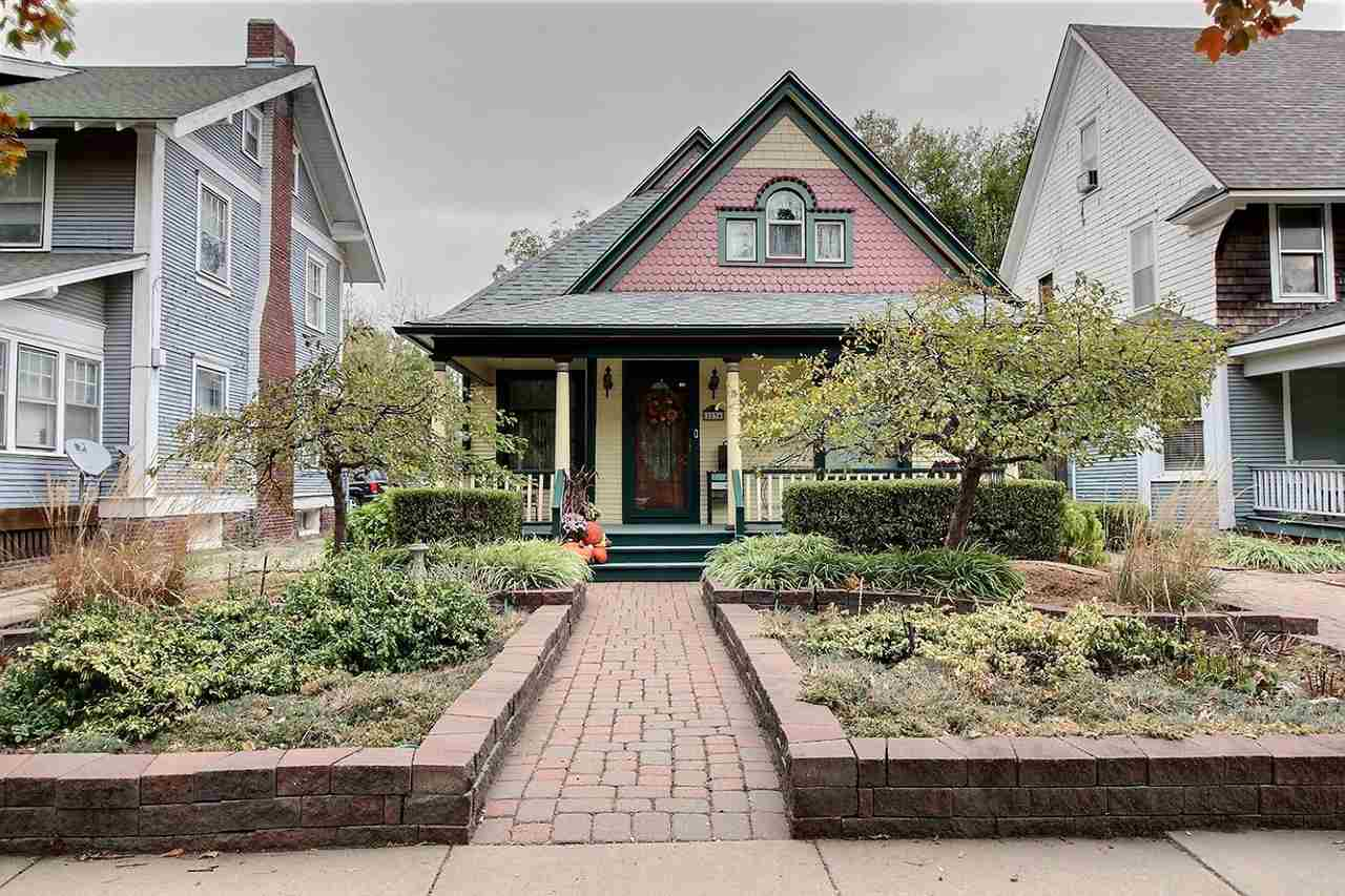 Victorian era, Queen Anne style home located in the Topeka-Emporia National History District. Charmi