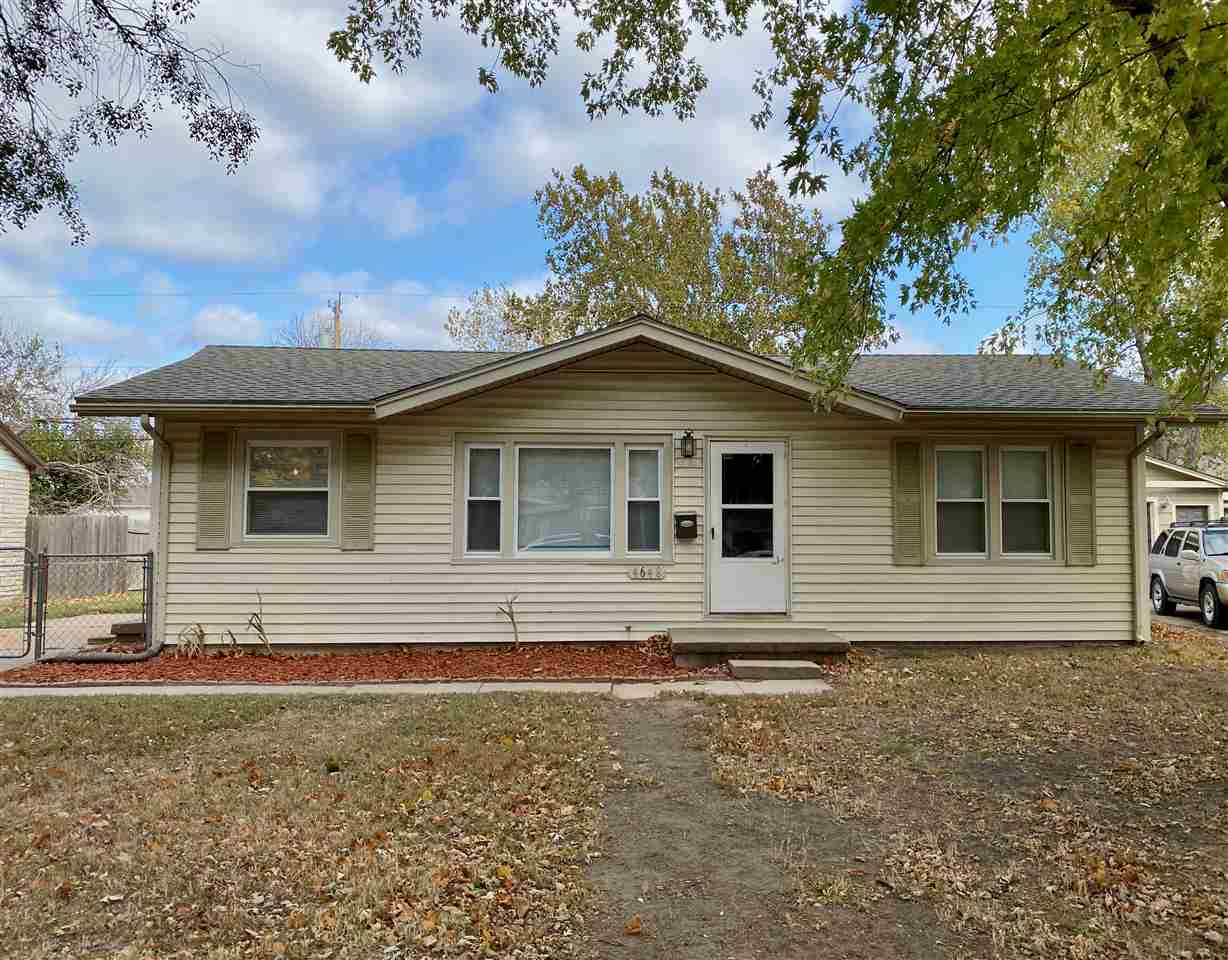 HURRY before this house is gone! Low maintenance vinyl siding on this adorable 3 bedrooms, 1 bathroo