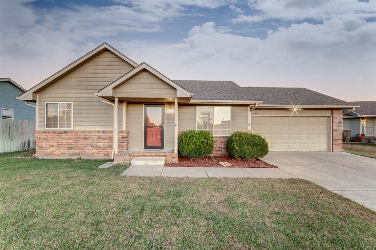 Welcome Home to 614 S Blue Stem Circle in Country Lakes. This move-in ready ranch is situated on a q