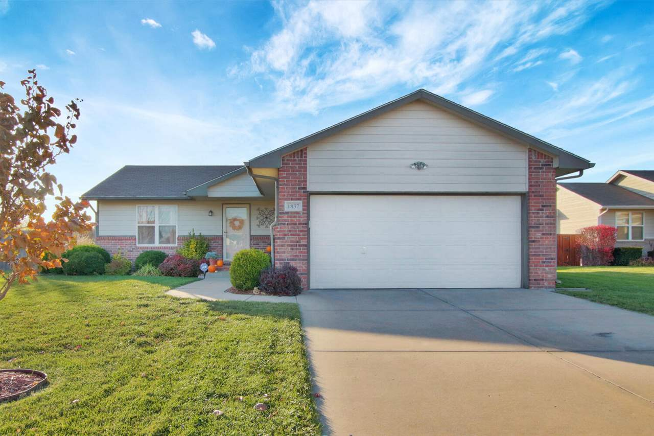 What a great house just waiting for you! Home will have a new roof prior to closing. Wonderful neighborhood, terrific schools, cul-de-sac lot, great colors and clean, clean, clean. Have you seen the kitchen? Wow! It's beautiful. Master bedroom is BIG with a great master bath and huge walk-in closet. Basement has been fully finished beautifully with a living room, a big bedroom, and a full bath. Backyard is fully fenced.