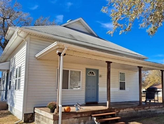 For Sale: 201 N Collingwood St, Pretty Prairie KS