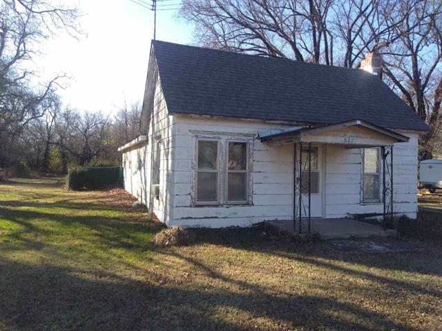 For Sale: 607 W PARALLEL ST, Conway Springs KS