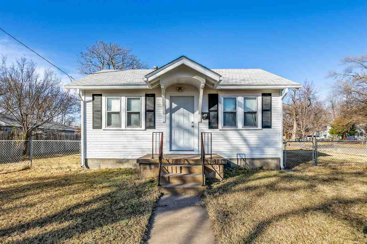 CHARMING CENTRALLY LOCATED BUNGALOW. 1 BEDROOM, 1 BATH, AND PARTIALLY FINISHED BASEMENT FOR UNDER $4