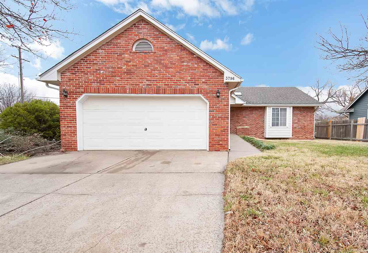 Welcome Home! This home is move-in ready and in a great location in NE Wichita. Open floor plan with