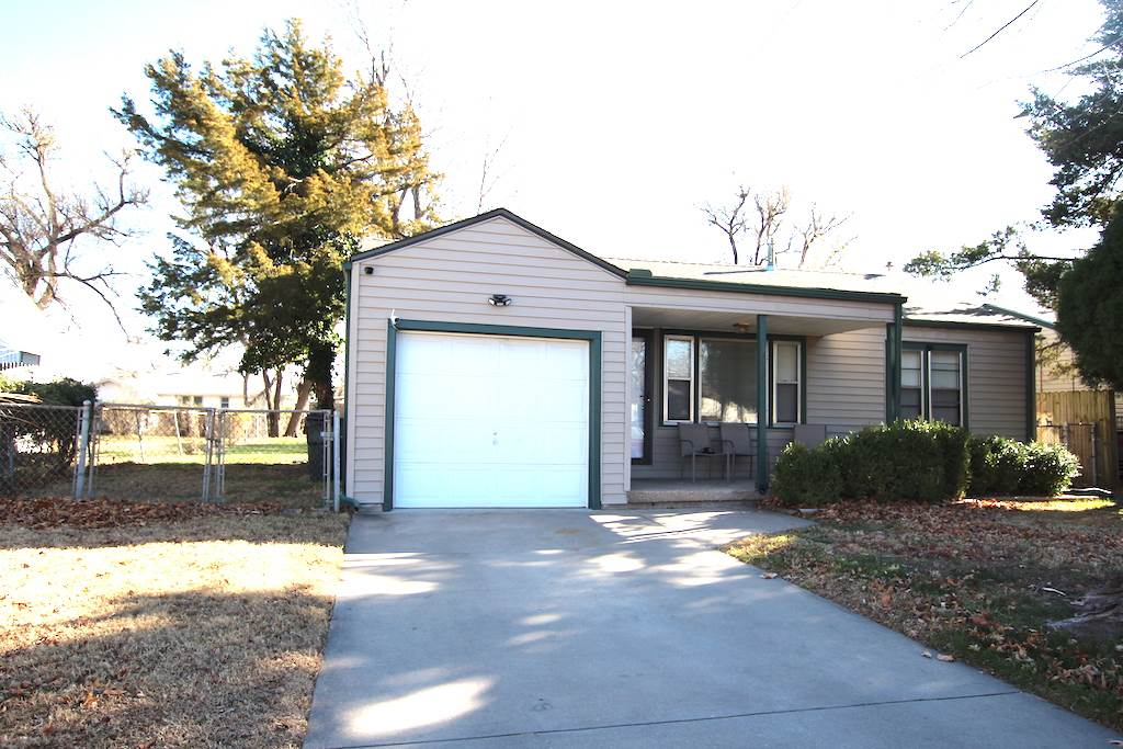 Well Maintained 2br. 1 ba. ranch, perfect starter or downsize home! Home has wonderful curb appeal w