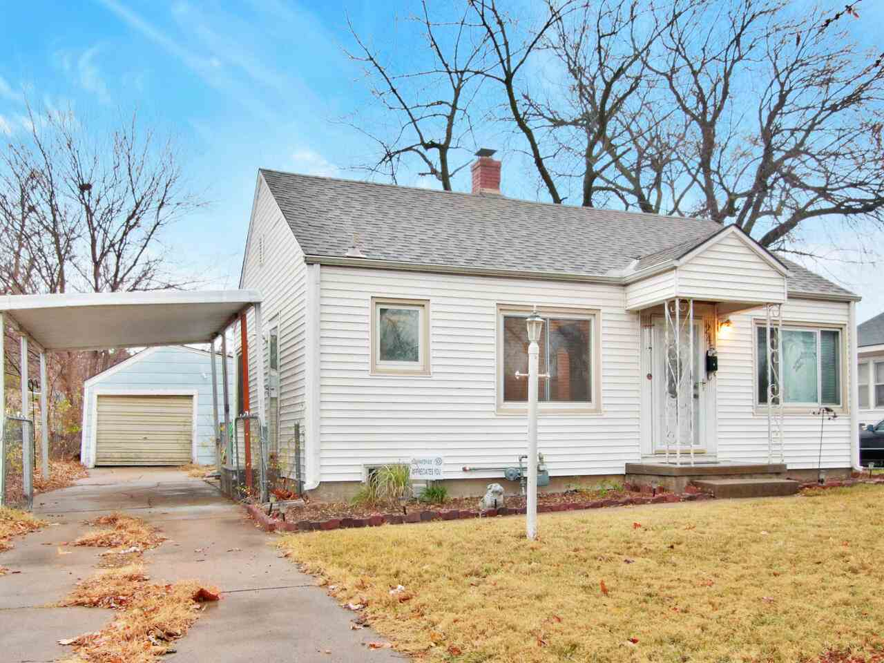 AFFORDABLE HOME WITH FAMILY ROOM IN BASEMENT AND ONE CAR GARAGE // PERMANENT SIDING // NEWER ROOF, W