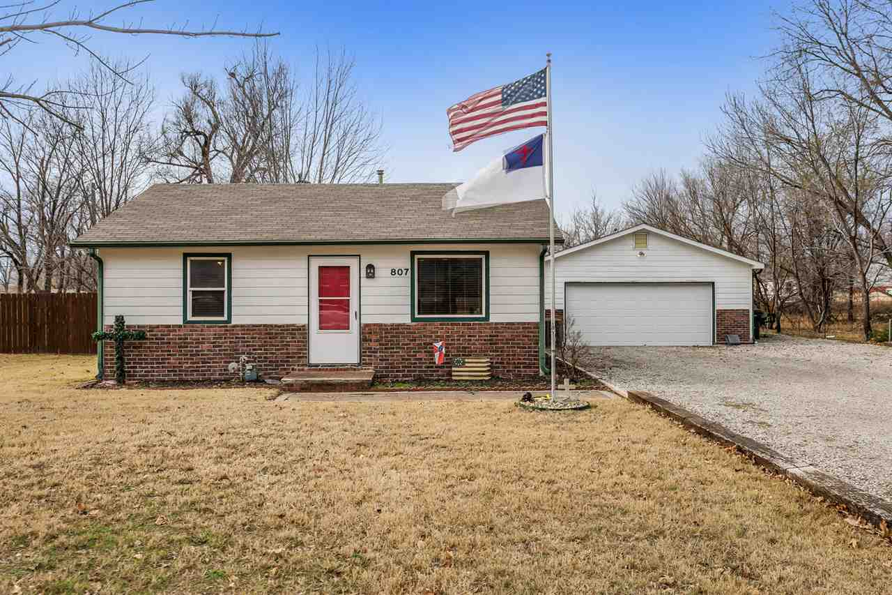 Great starter home or investment home. Home is move in ready with a newer AC and Heating unit (less