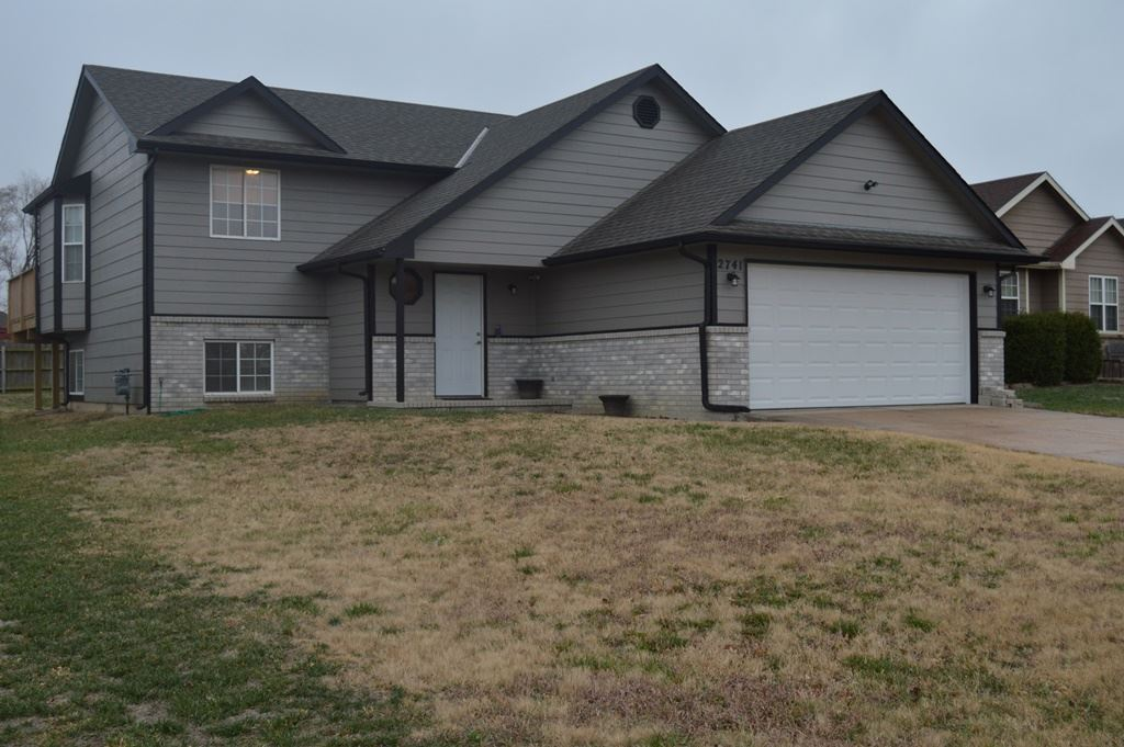 This recently updated 4 Bedroom 2 Bath Bi-level home features a fresh new coat of exterior paint, ne