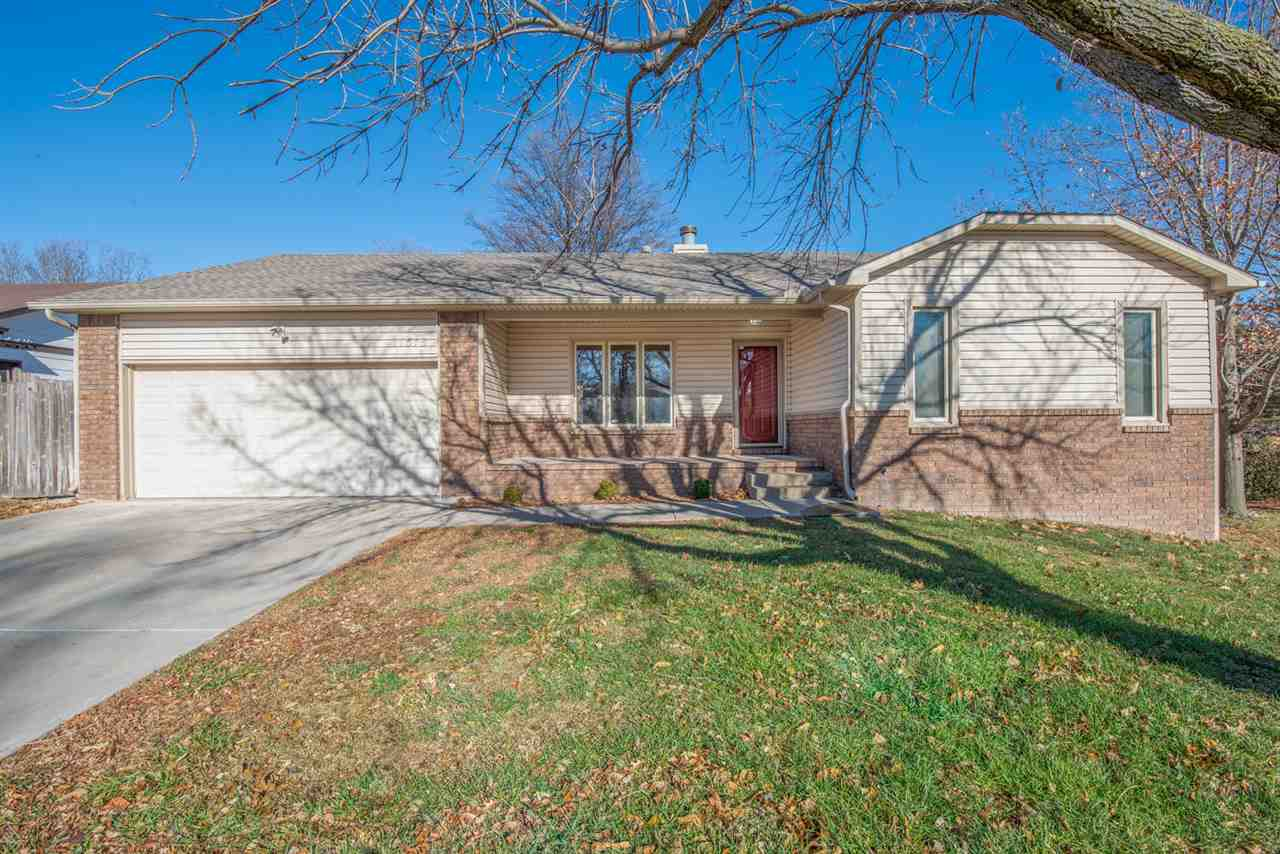 Ranch style home with main floor laundry, 4 bedrooms and 3 baths. Home is placed back in a quiet loc