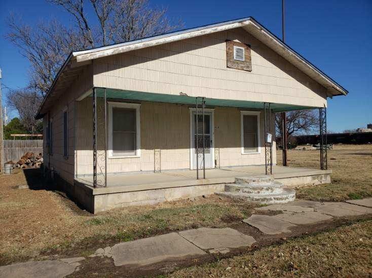 For Sale: 410 E TAYLOR, Arkansas City KS